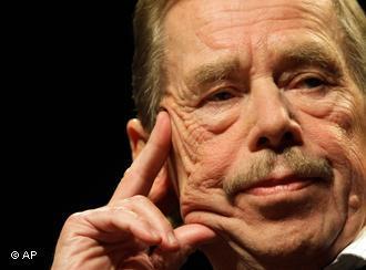Ex presidente checo Vaclav Havel muere en Praga a los 75 años